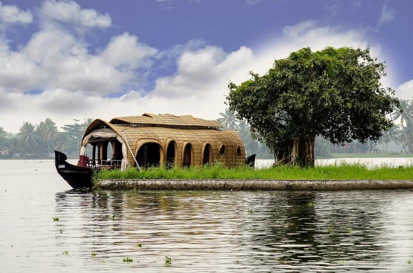 kerala-houseboat-2242698_1280.jpg
